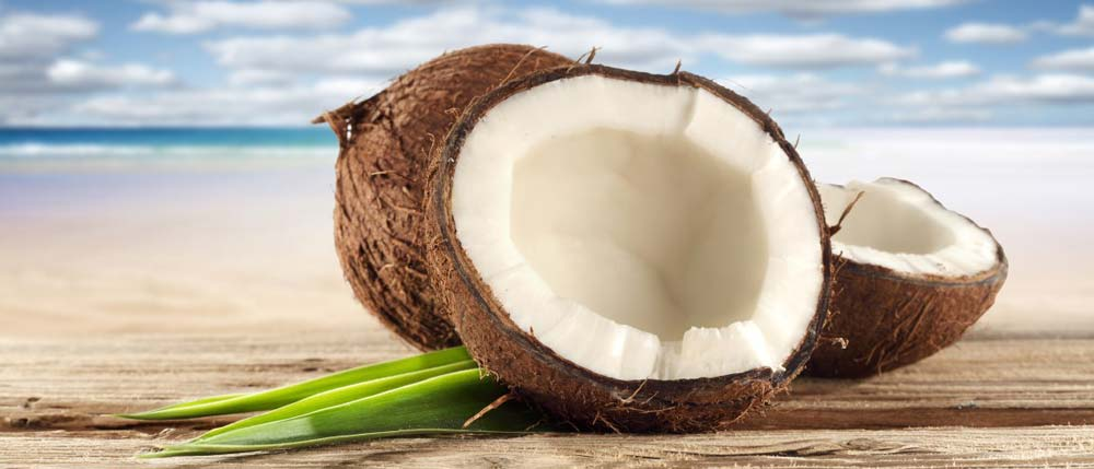 Noix de coco sur la plage pour rêver un peu...