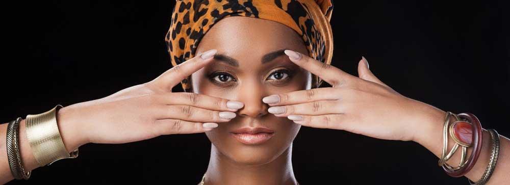Sourcils femme noire